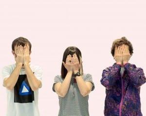 Grupo Verano de Paul Back Music manos en la cara